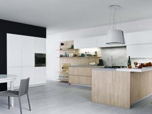 Кухонный гарнитур в светлых тонах