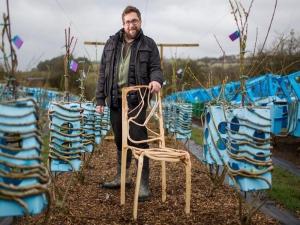 Гевин Монро выращивает уникальную мебель
