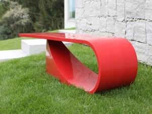 Мебель из синтетического камня поразила изысканностью и необычными формами