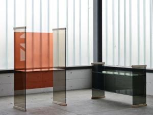 Коллекционная мебель из стекла для дома и офиса