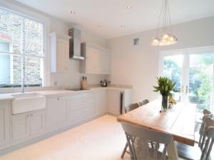Новые кухни от Simon Benjamin Furniture получили разное исполнение