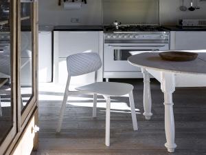 Kristalia расширяет ассортимент мебели
