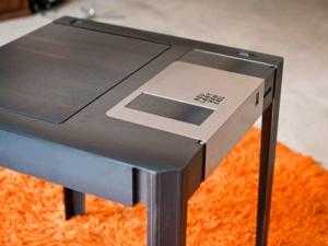 Оригинальный стол-дискета